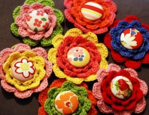 Crochet-flower-brooch-blog